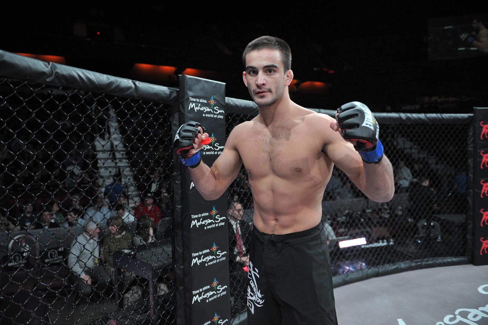 «Когда сдавал допинг-тест в США, было страшновато»: чемпион MMA Корешков о бое в Bellator