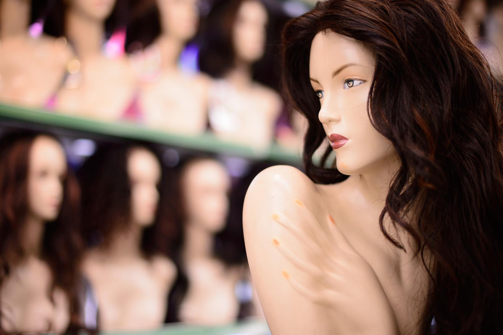 По стойке смирно: мир захватывает Mannequin Challenge