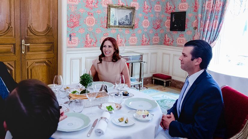 Ранда Кассис во время обеда с Трампом-младшим