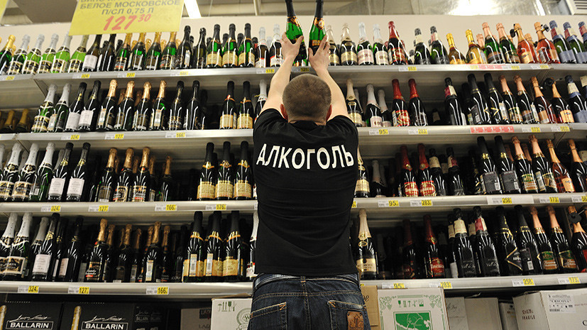 С народного одобрения: депутат Госдумы предлагает отпускать алкоголь только с 21 года