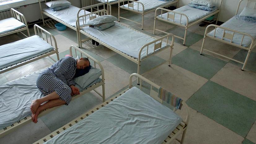 С пакетом мандаринов: прокурорам предлагают ежедневно навещать пациентов психбольниц