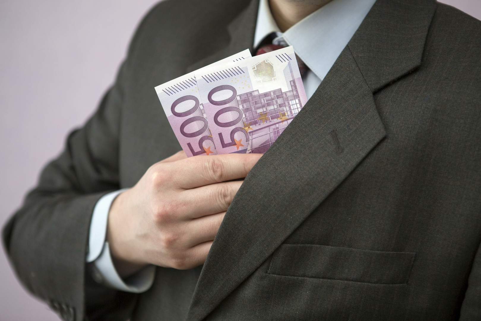 Валюта сменит курс: партиям хотят запретить брать пожертвования с иностранцев