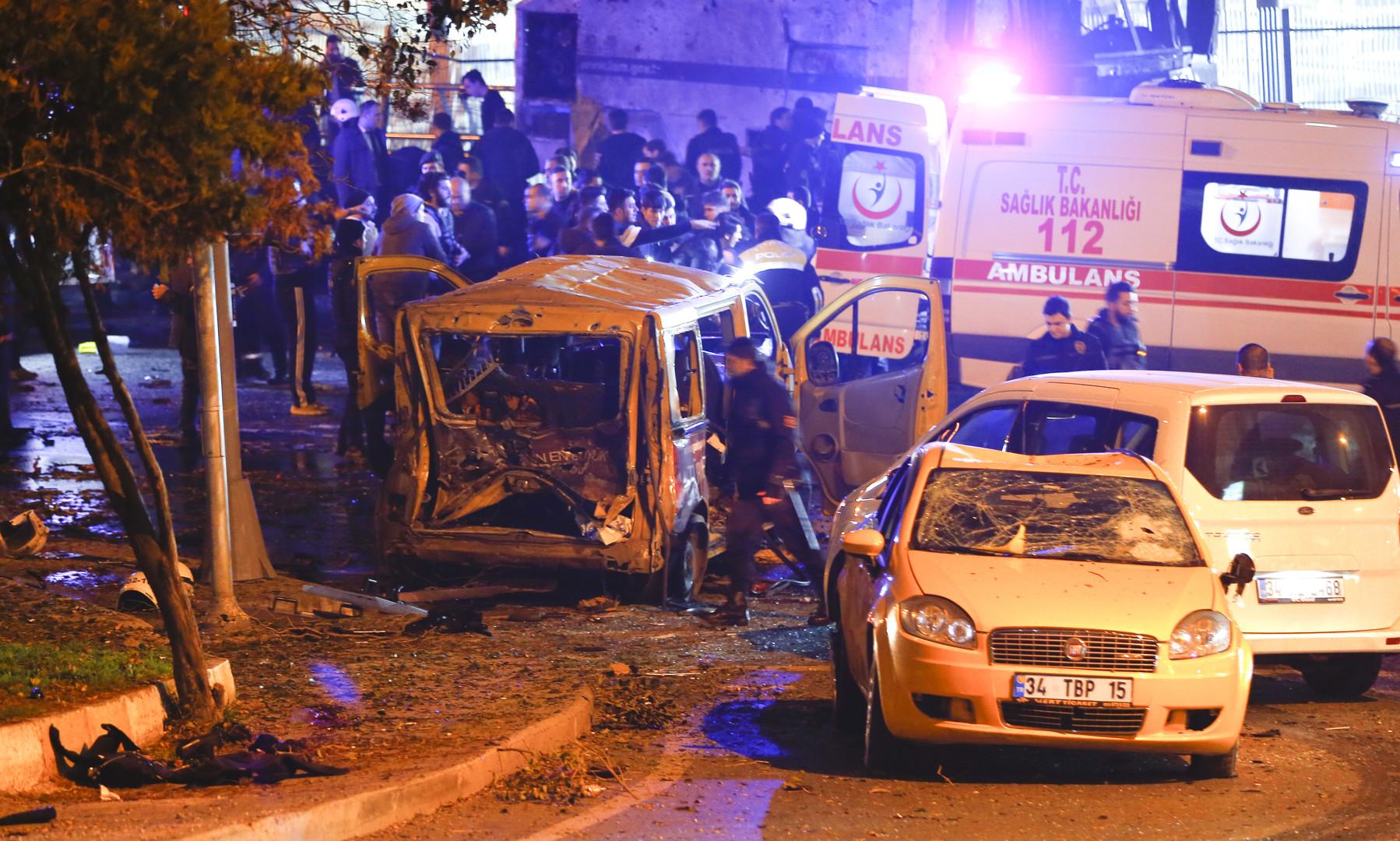 Взрыв в центре Стамбула: десятки пострадавших, выстрелы на месте ЧП