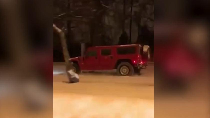 Этап городского ралли: водитель Hummer арестован в Москве за езду по газонам МГУ
