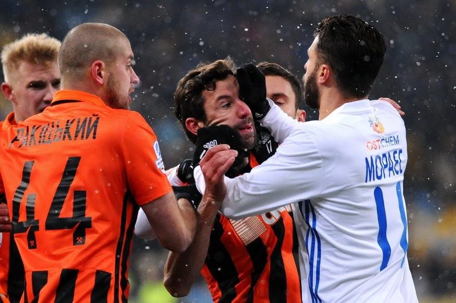 К барьеру: главное футбольное дерби Украины вновь не обошлось без драки
