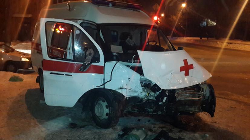 В результате ДТП в Екатеринбурге госпитализированы два врача и водитель скорой помощи
