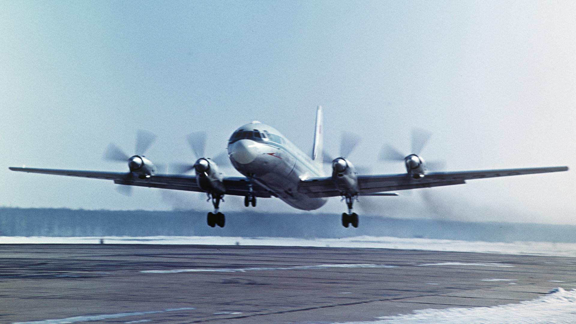 Ил-18 совершил аварийную  посадку в Якутии, все пассажиры живы