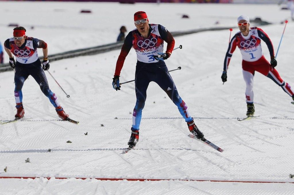 «Это двойные стандарты»: шесть российских лыжников отстранены от всех соревнований