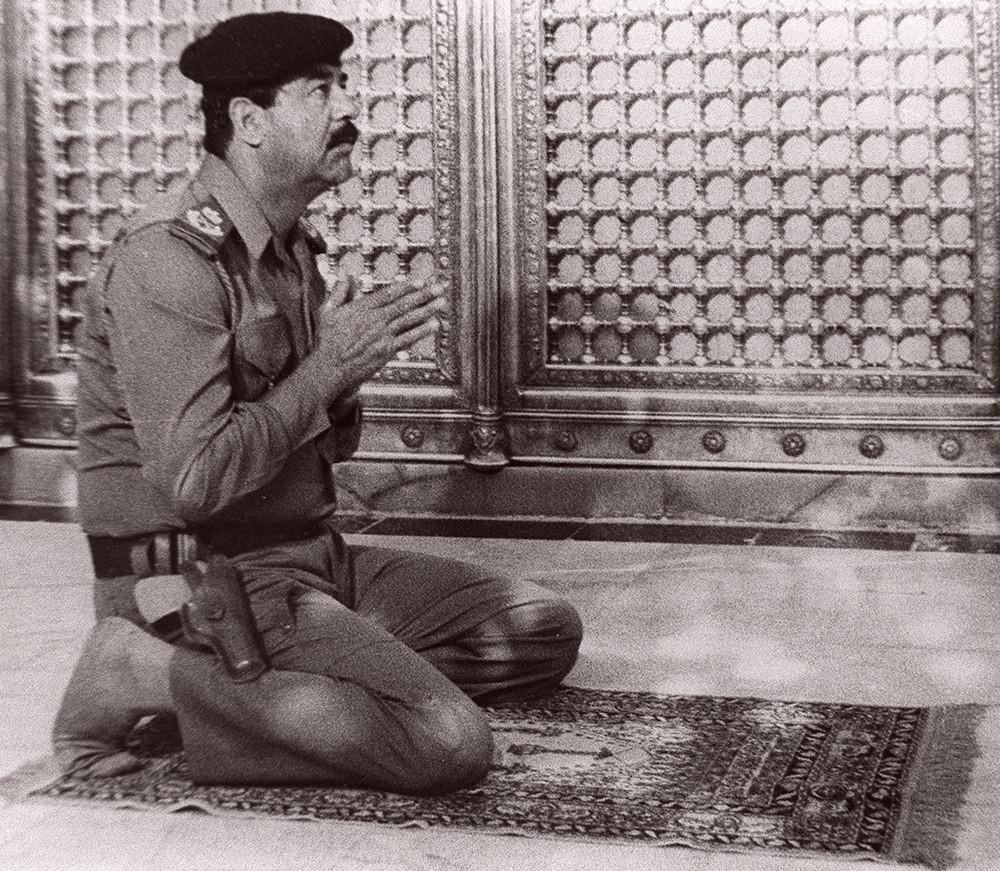 Молитва в мечети, 1987 год