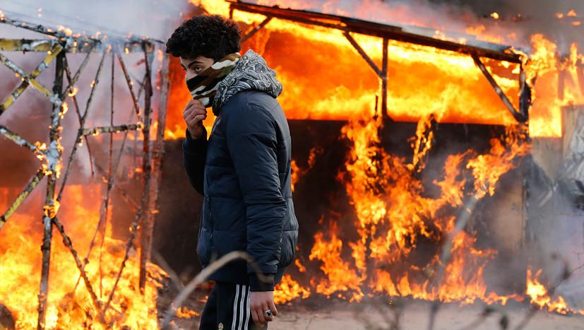 Опасная секта: в Европе подростки-беженцы нападают на бездомных