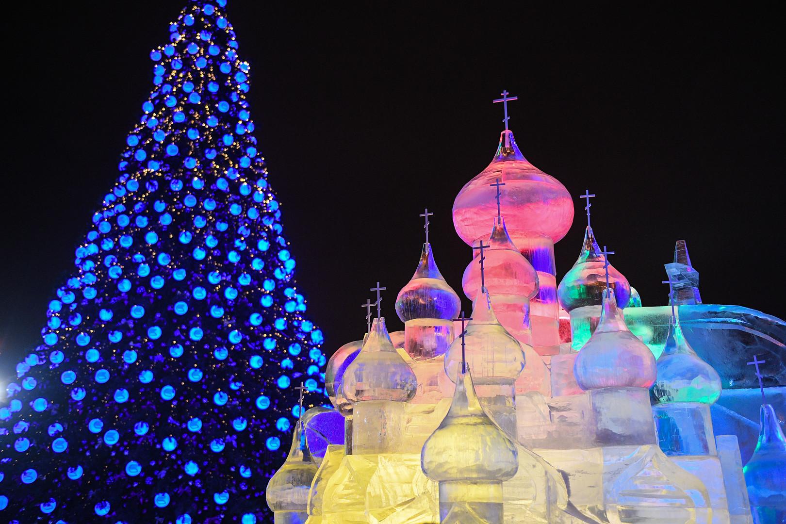 Мой новогодний город: как улицы российских мегаполисов украсили к празднику