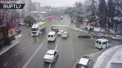 В Сочи «Лада» самостоятельно припарковалась после того, как водителя выкинуло из салона