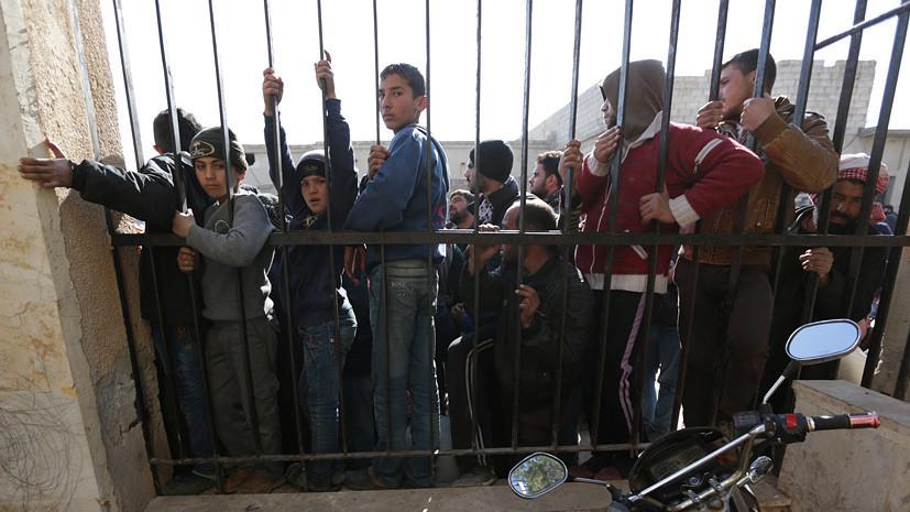 «В глазах людей читался страх»: беженцы из Дейр-эз-Зора рассказали RT о жизни при ИГ