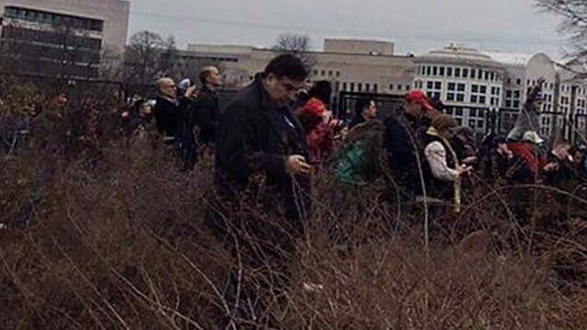 «Сняли люди с российскими связями»: Саакашвили о фото в кустах на инаугурации Трампа