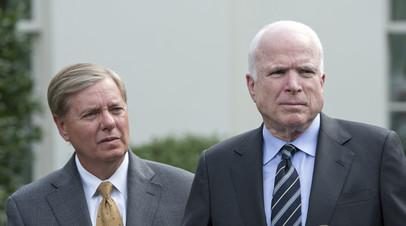 Сенаторы от Республиканской партии США Линдсей Грэм (слева) и Джон Маккейн (справа).