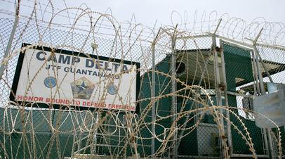 Ворота лагеря «Дельта» в Гуантанамо