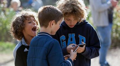 «Лучше центров и кружков»: детей за рубежом научат русскому языку приложением «Смешариков»