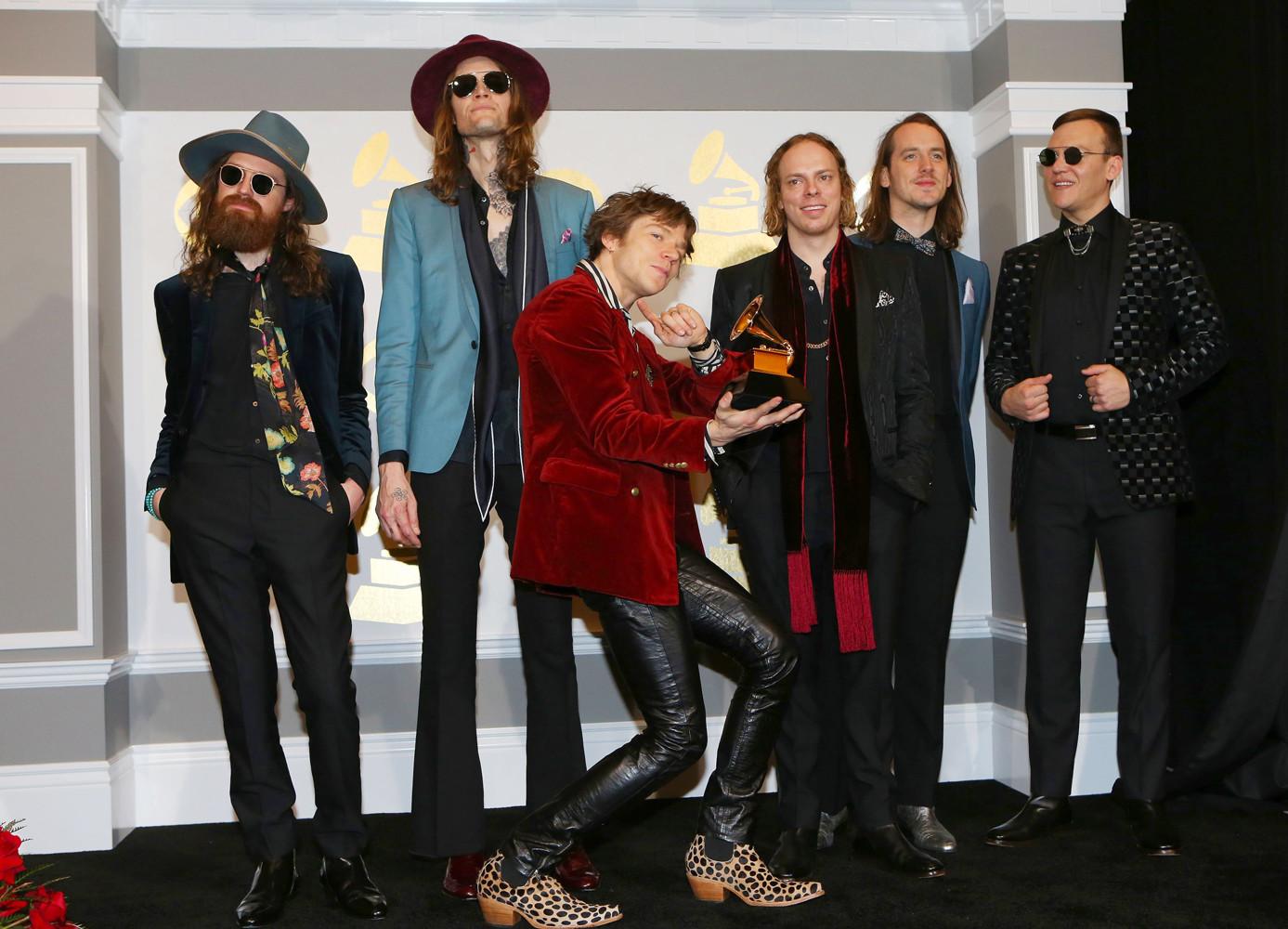 Группа Cage the Elephant получила награду в номинации «Лучший рок-альбом»