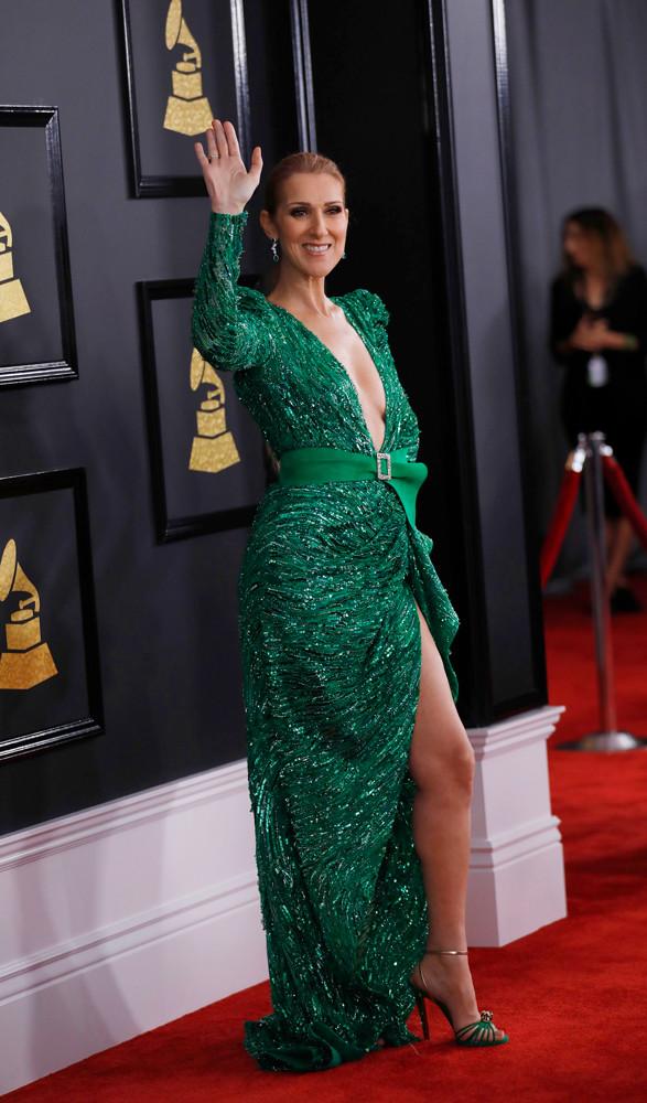 Певица Селин Дион выбрала для красной дорожки платье насыщенного зелёного цвета