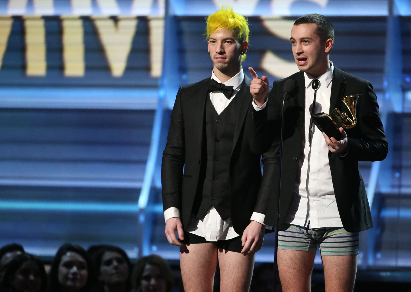Солисты группы  Twenty One Pilots вышли получать награду «Грэмми» в трусах.