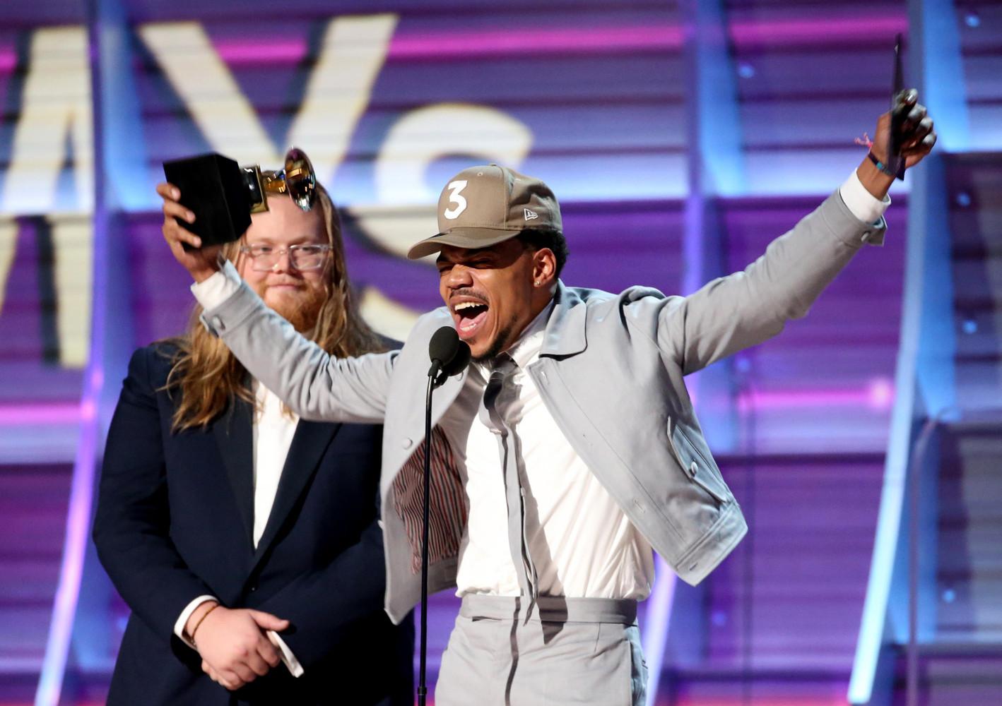 Американский хип-хоп исполнитель, выступающий под псевдонимом Chance the Rapper, стал лучшим новым исполнителем в этом стиле.