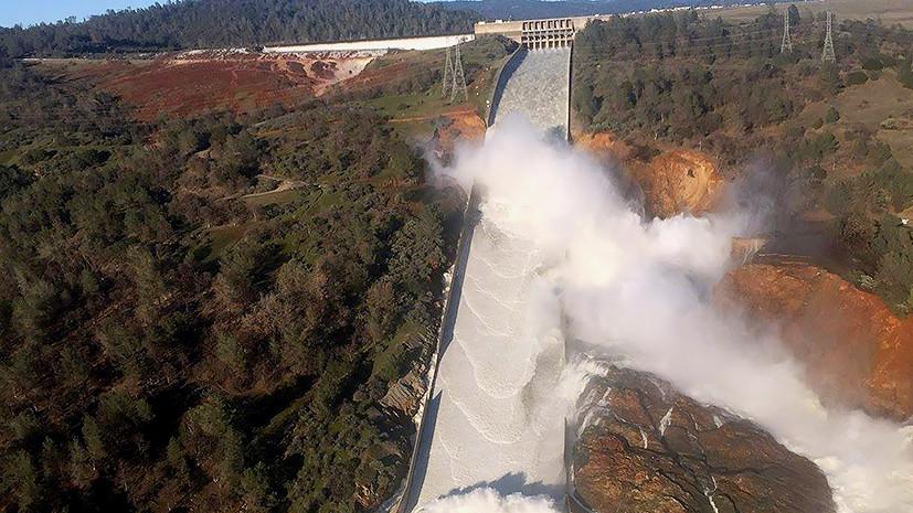 «Власти знали об опасности»: как в сети реагируют на разрушающуюся плотину в Калифорнии