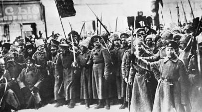 Участники Февральской буржуазно-демократической революции на улицах Петрограда