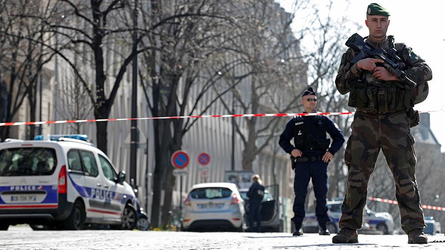 Пороховая бочка новой Европы: Олланд назвал терактом взрыв в здании МВФ