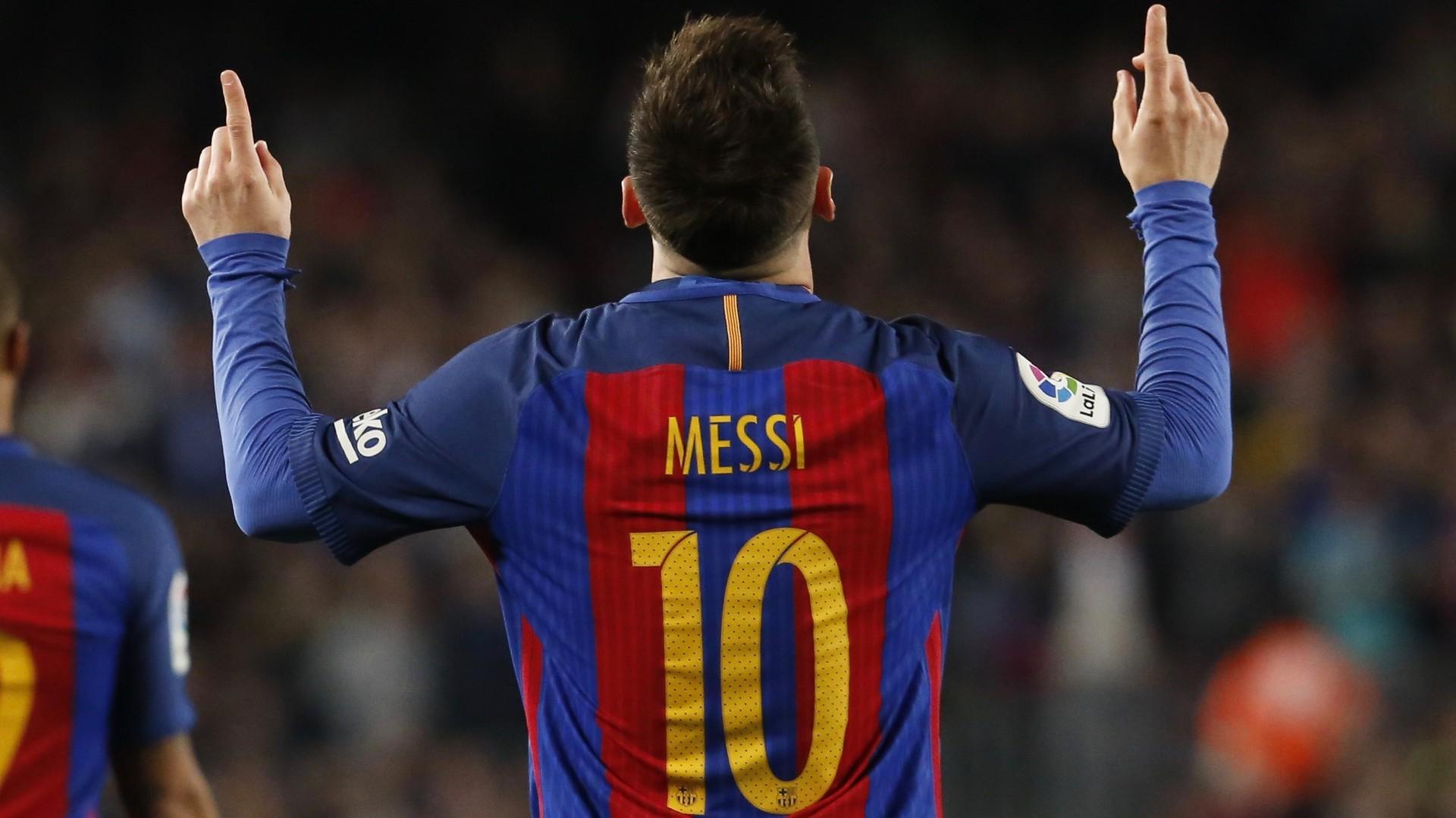 Файер-шоу в 67 лет, рекорд Месси и 39 681 минута Буффона: футбольные выходные в Европе