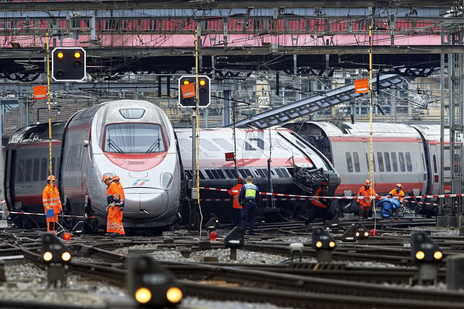 В Швейцарии сошёл с рельсов поезд