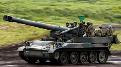 Солдаты Сил самообороны Японии во время ежегодных учений