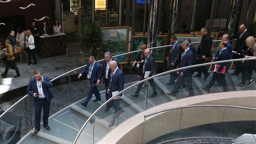 Крым, санкции и брексит: RT побеседовал с участниками делового форума в Ялте