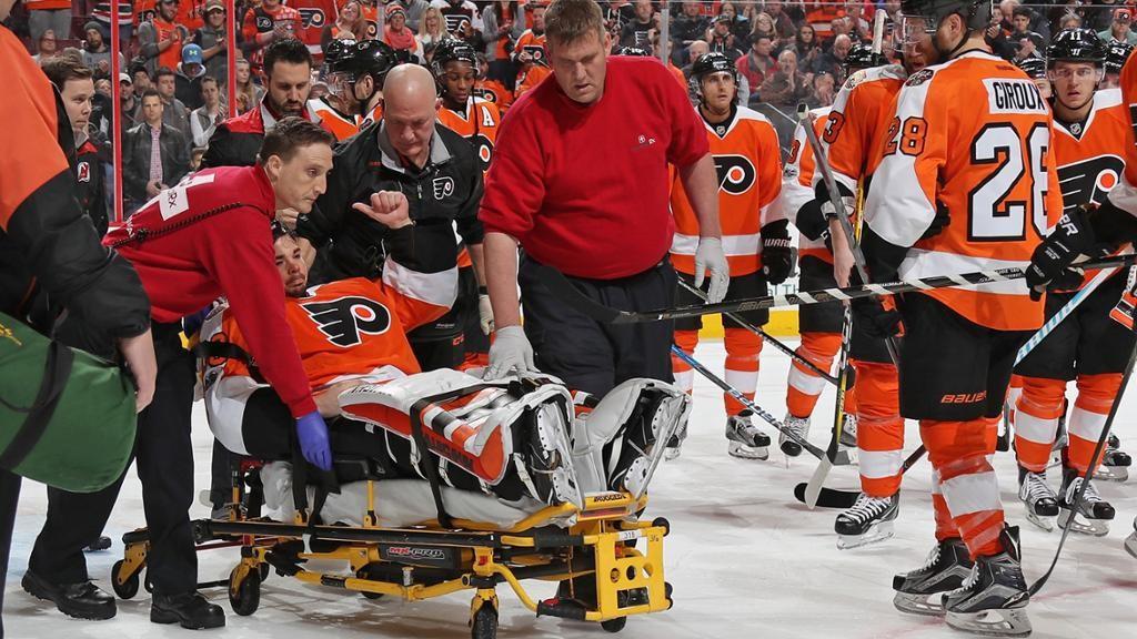 Страх и обморок на льду: вратарь потерял сознание во время матча НХЛ
