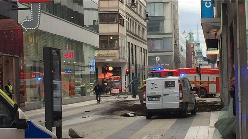 В результате наезда грузовика на людей в Стокгольме погибли три человека