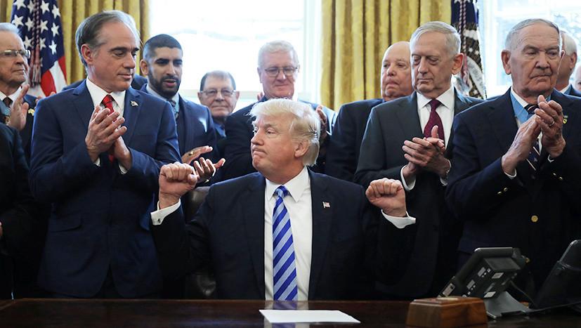 Опытные одиночки и клан Дональда: что стоит за слухами о кадровых чистках в Белом доме