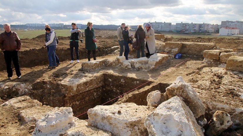При строительстве автоподхода к Керченскому мосту найден древнегреческий курган