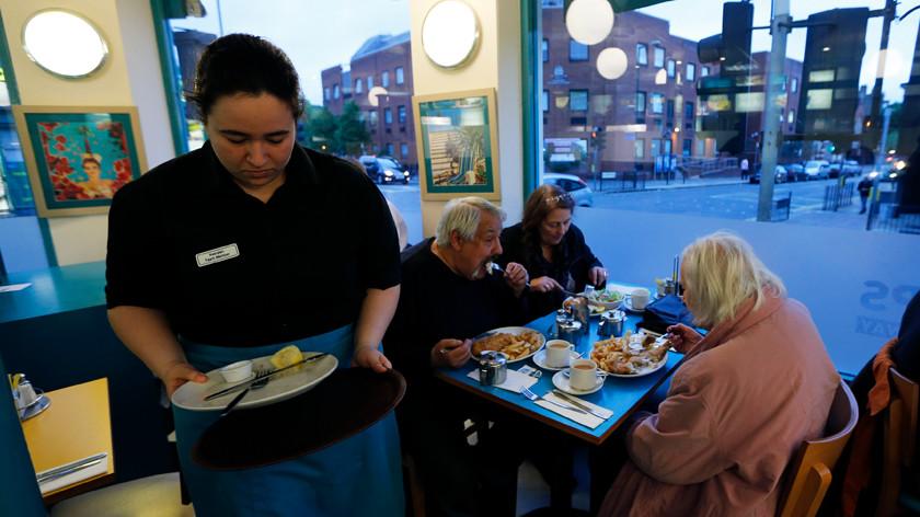 Возвращенцы: за три года отток восточноевропейских работников из Британии вырос