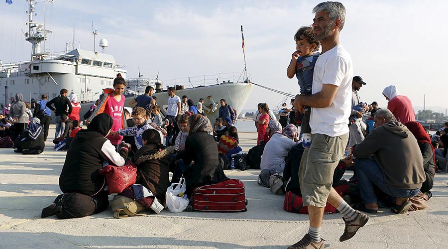 Граница на замке: Чехия не намерена впускать беженцев даже под угрозой штрафа от ЕС