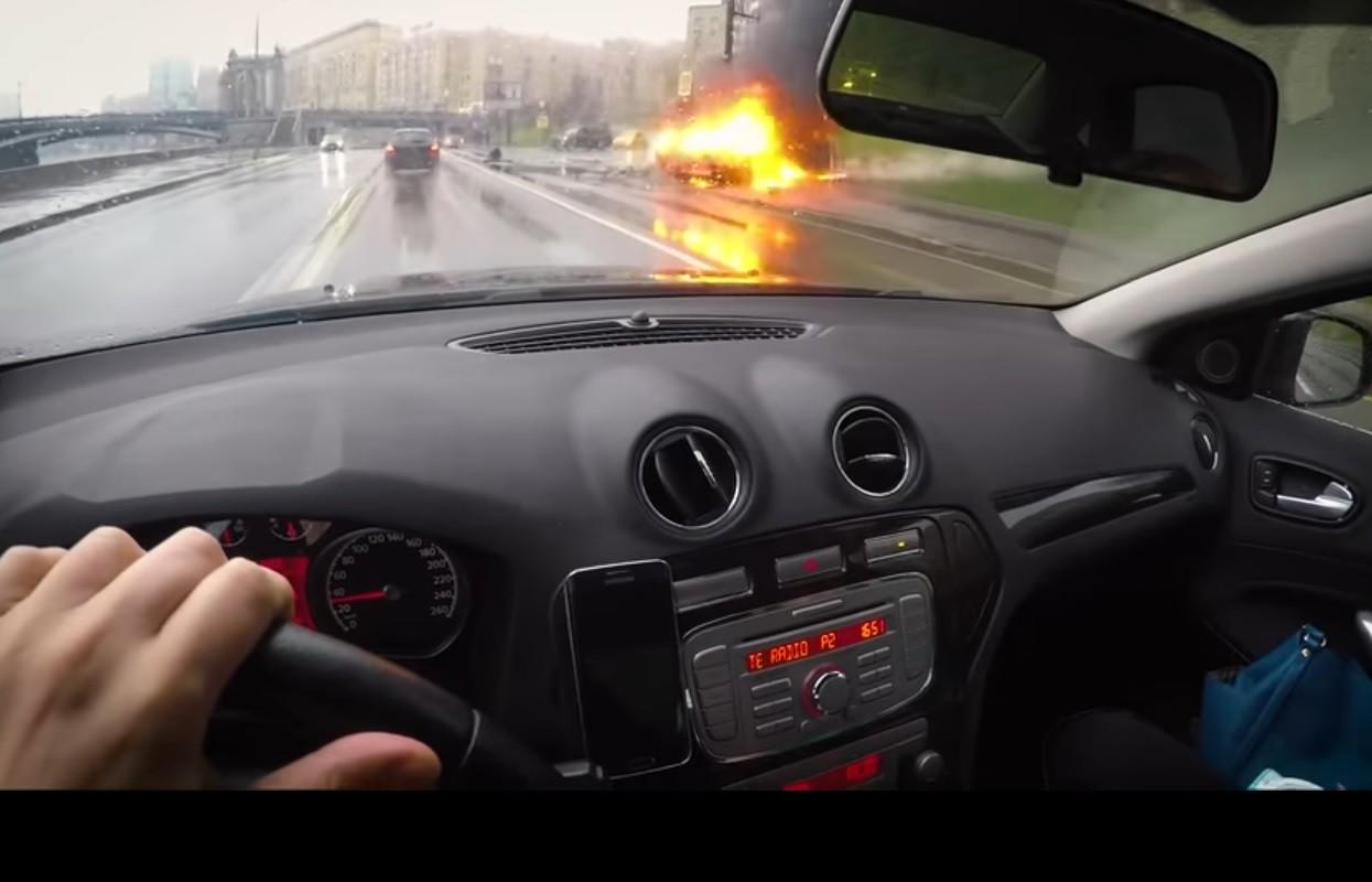 Источник: водитель Maserati погиб при аварии в центре Москвы