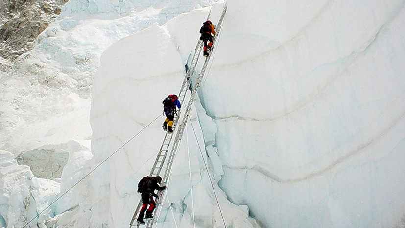 Смерти вопреки: российские альпинисты почтят память погибших на Эвересте