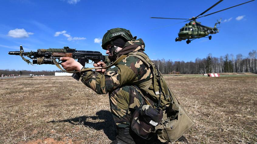 Ложная тревога: СМИ Латвии пугают население российско-белорусскими учениями