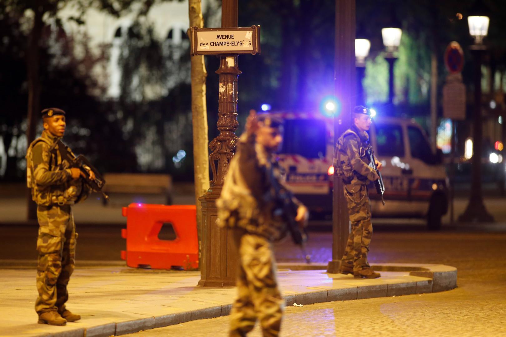 Личность нападавшего наполицейских встолице франции  вплоть доэтого времени  неустановлена