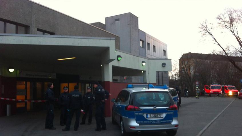 Напавший на полицейских в Берлине мужчина ранен