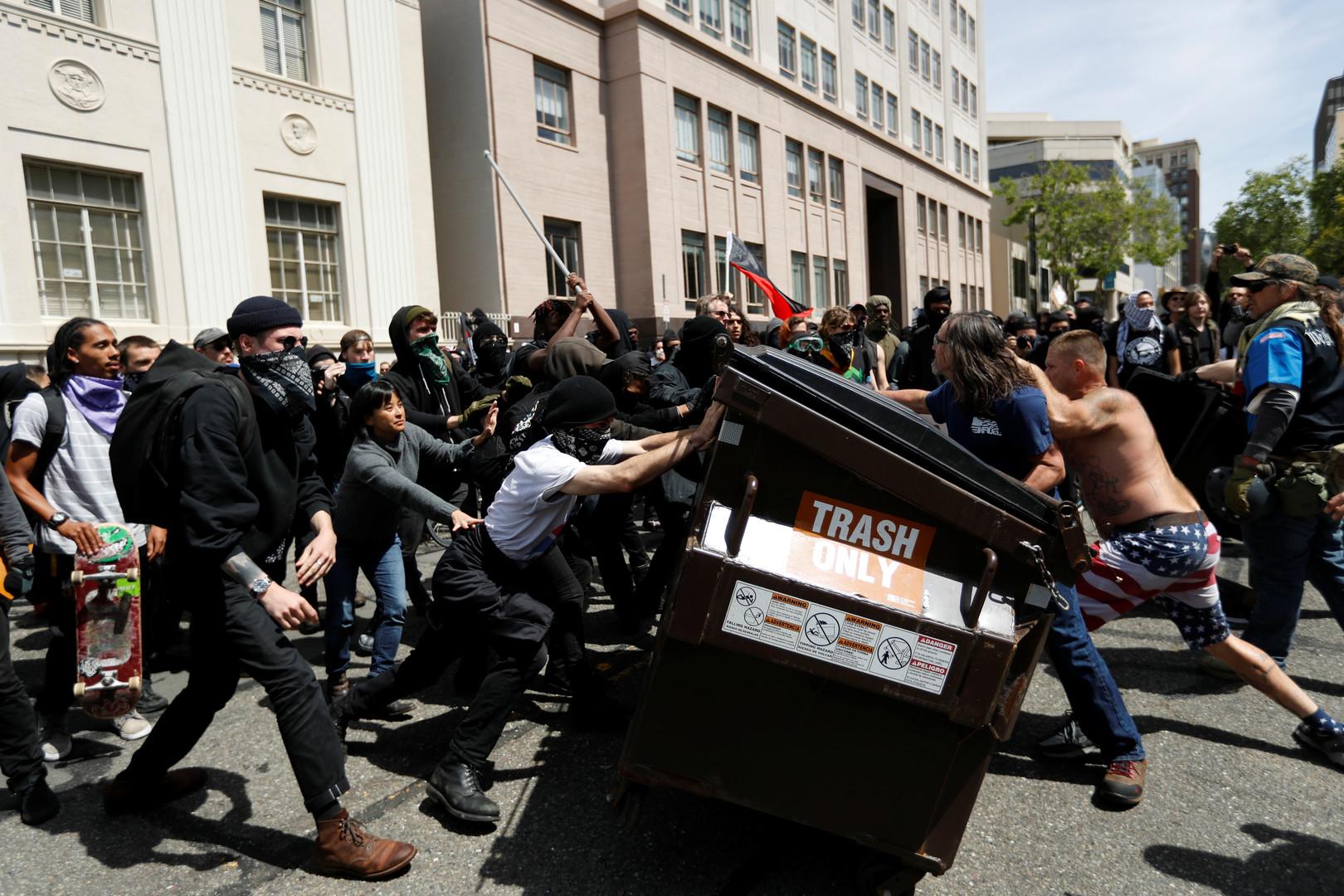Битва за Беркли: как правые и анархисты сражаются за будущее Америки