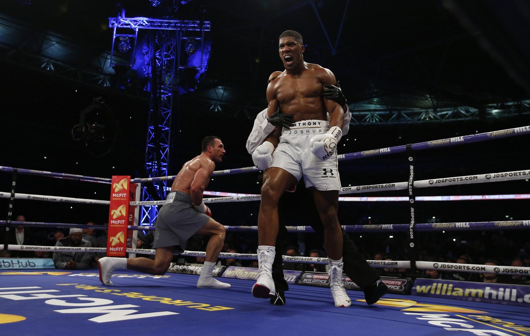 Конец эпохи Стального Молота: Джошуа нокаутировал Кличко в 11-м раунде чемпионского боя