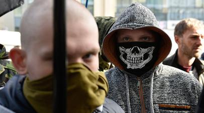 58e8b6e2c46188fb258b47b1 - «Полиция не вмешивалась»: украинские националисты устроили погром в здании Россотрудничества в Киеве