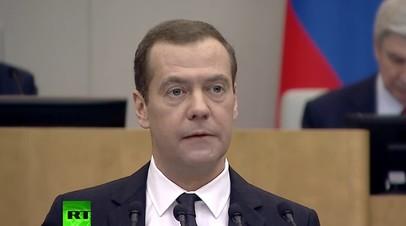 «Ключевая задача — стимулировать рождение первенцев»: Медведев о демографии в России