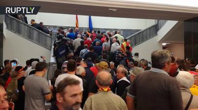 В Македонии протестующие устроили беспорядки в здании заксобрания страны