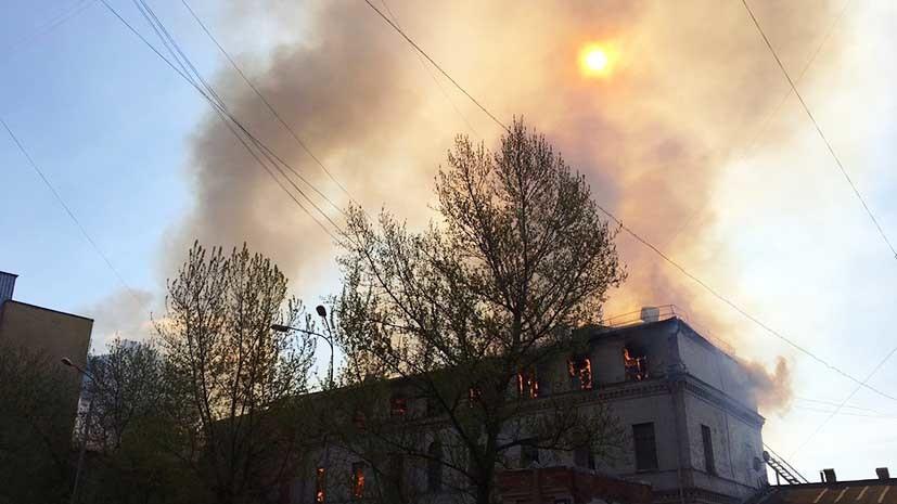 Площадь пожара в центре Москвы увеличилась до трёх тысяч квадратных метров