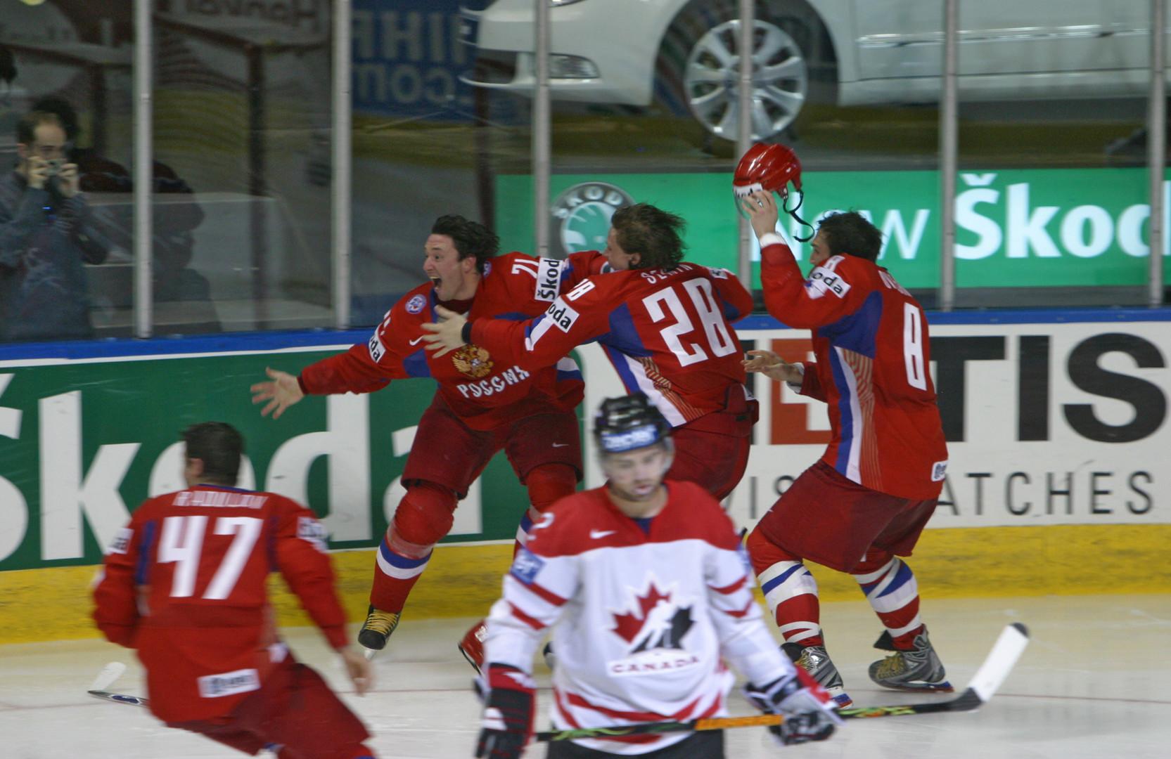 Непредсказуемый полуфинал: чем заканчивались встречи сборных России и Канады на ЧМ